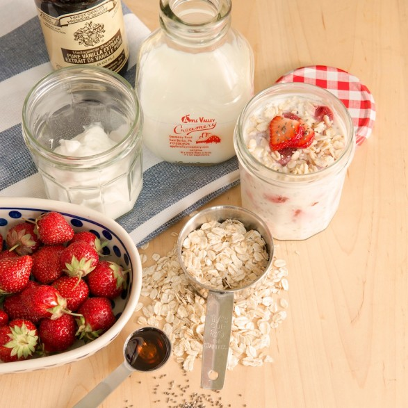 Overnight No-Cook Oatmeal Yogurt Cup