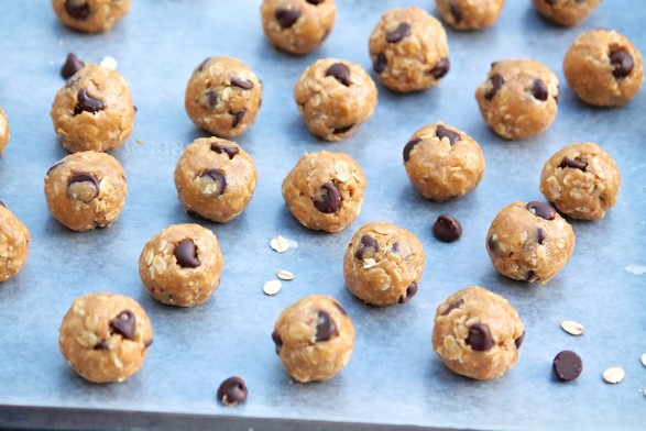 No-Bake Energy Bites -- taste like a mix between a chewy granola bar and chocolate chip cookie dough