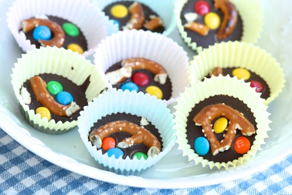 Easy M&M Pretzel Bark
