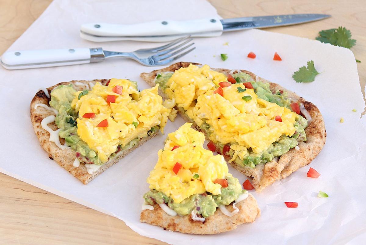 Easy-Egg-Guacamole-Breakfast-Pizza-