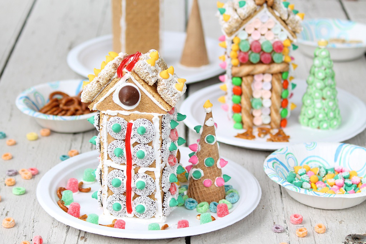 Graham cracker houses the fountain avenue kitchen making and decorating gingerbread houses has been a holiday tradition in our house since the kids were little in the early years it was more about making solutioingenieria Images