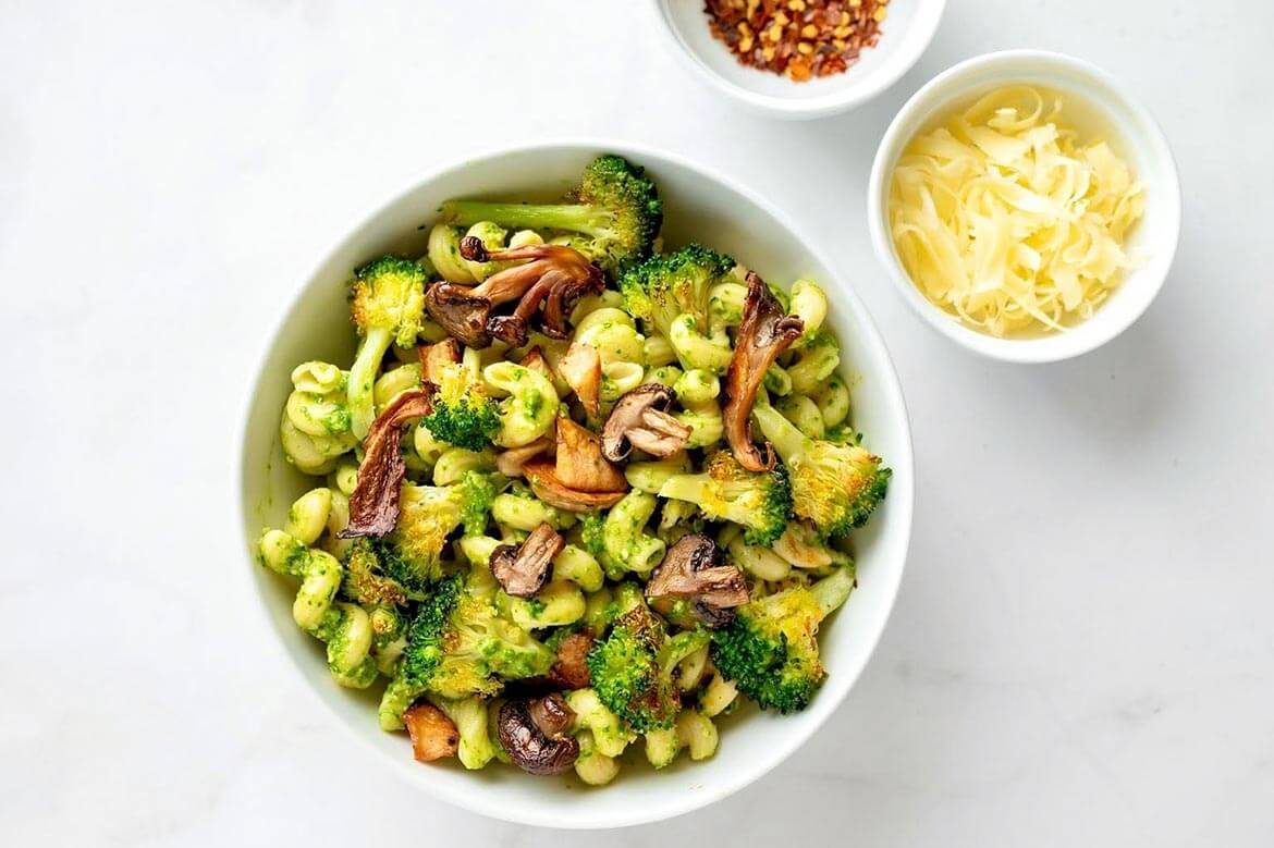 A protein-rich pasta will make this a filling meatless meal, although chicken, shrimp, white beans, or another protein of choice may be added.