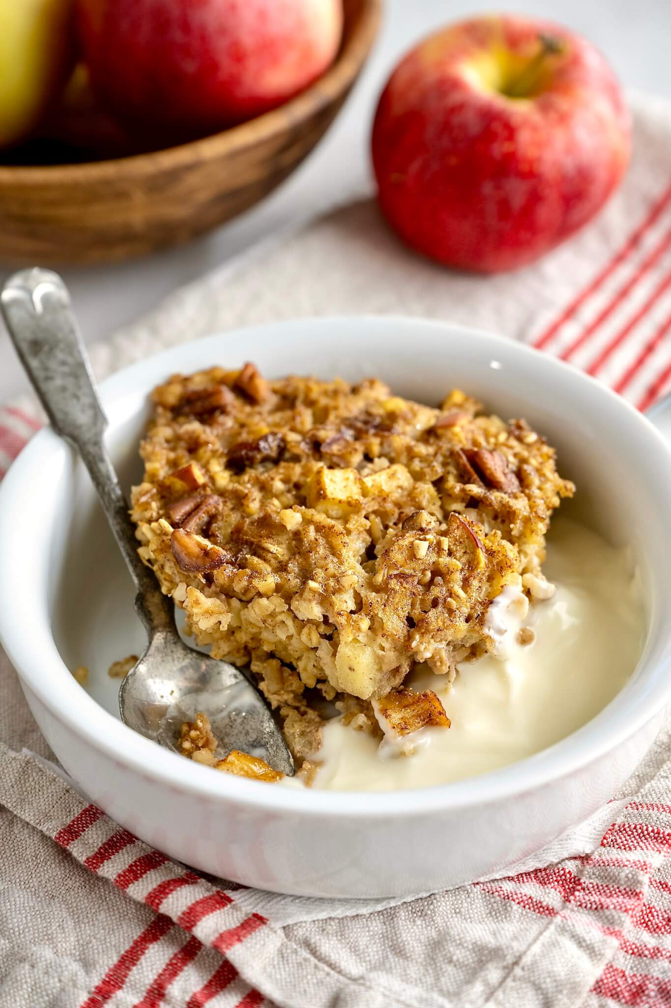 Steel cuts oats add chewy, nutty deliciousness to the classic baked oatmeal in this healthy, customizable, make-head breakfast!